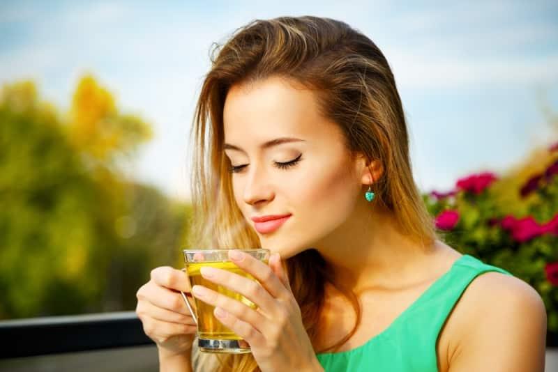 Trà thảo dược có thể là một cách hữu ích để thêm nước vào chế độ ăn uống của bạn